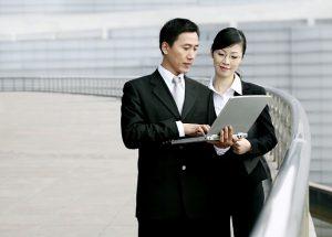 外国人が気になる日本人のビジネスマナー:外国人と働く日本のビジネスマン(ビジネスパーソン)は知っておいた方がいい事
