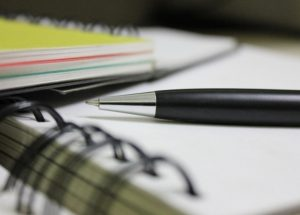 ディクテーションという英語勉強法とは?「ディクテーション」のやり方、効果、お勧め教材を紹介!