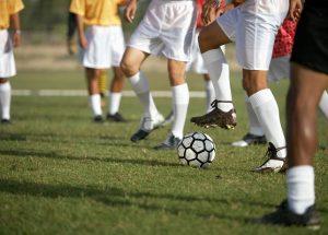 サッカーをしながら英語力を伸ばせる?スポーツ好きな人が簡単に英語を勉強できる方法を紹介!